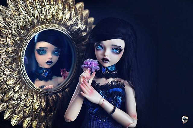 Gloomtober Day 1 : Mirror