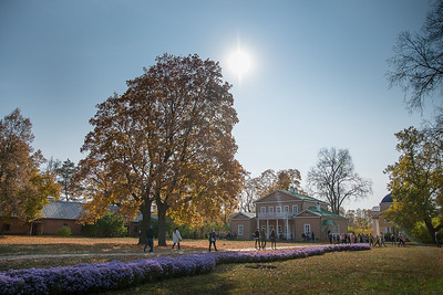«Золотая» осень в «Тарханах». Октябрь 2020 года. Многочисленные посетители в музее накануне дня рождения поэта М.Ю. Лермонтова