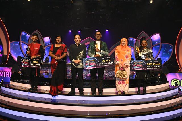 Piraveen (Juara), Merakam Foto Kemenangan Bersama-Sama Tetamu Kehormat Tn Haji Jamel Seman (Tkp,Op)
