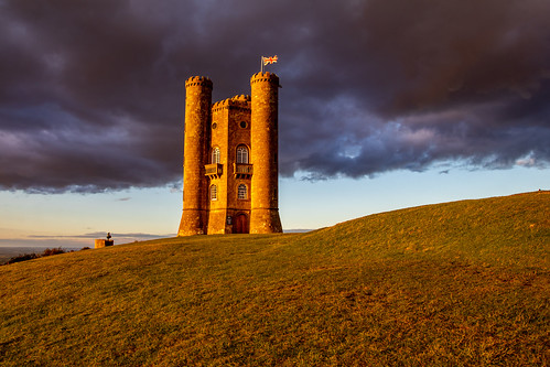 broadwaytower broadway architecture folly castle cotswolds uk greatbritain goldenhour cloud landscape canon canoneos canon80d canonuk