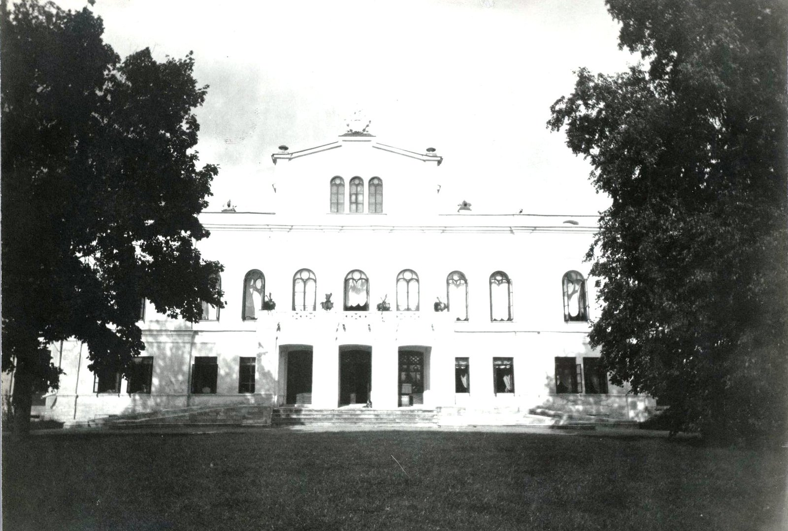 02.Западный фасад усадебного дома.