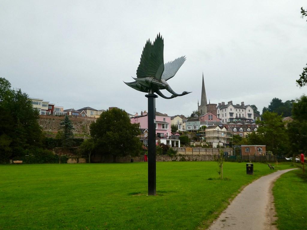 Walenty Pytel sculpture of two swans landing, Ross-on-Wye