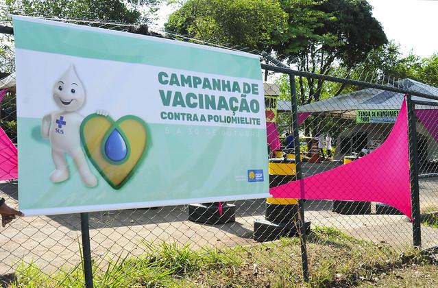 Crianças menores de cinco anos devem ser vacinadas contra a Poliomielite