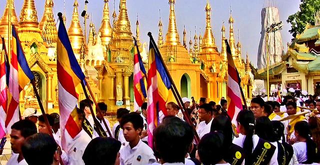 Myanmar,  Burma, die prächtigste Pagode - der Shwedagon, religiöses Zentrum des Landes , Menschenmassen, 78036/13041