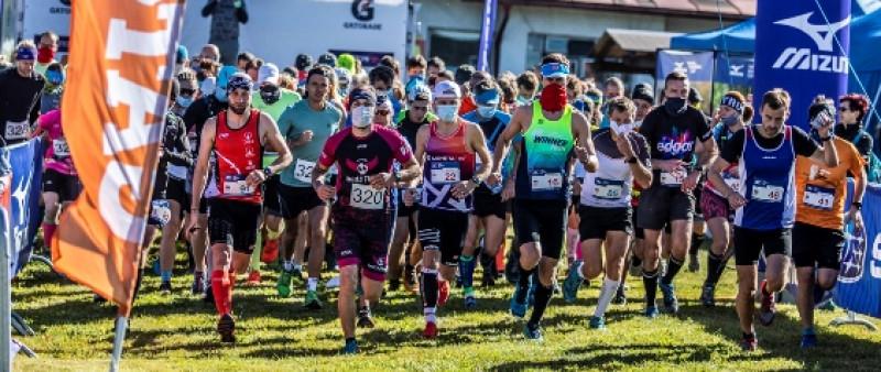 Podzimní barevnou galerii nabídl půlmaraton v Českém lese