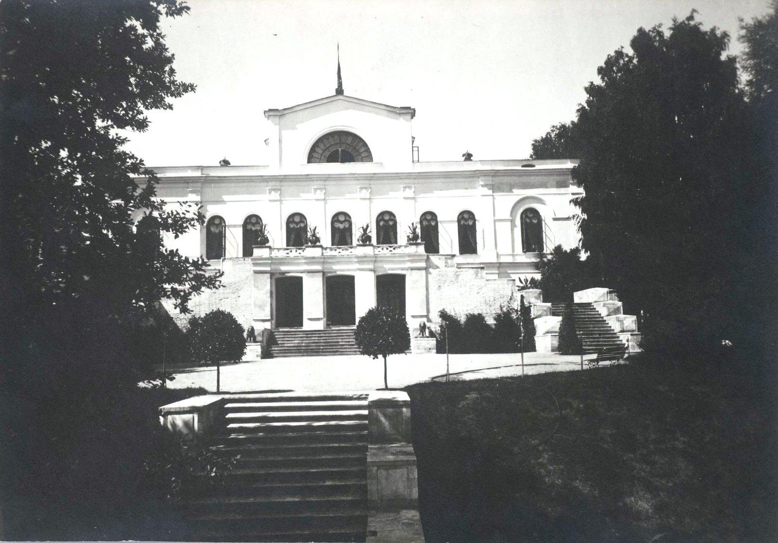 01. Восточный фасад усадебного дома