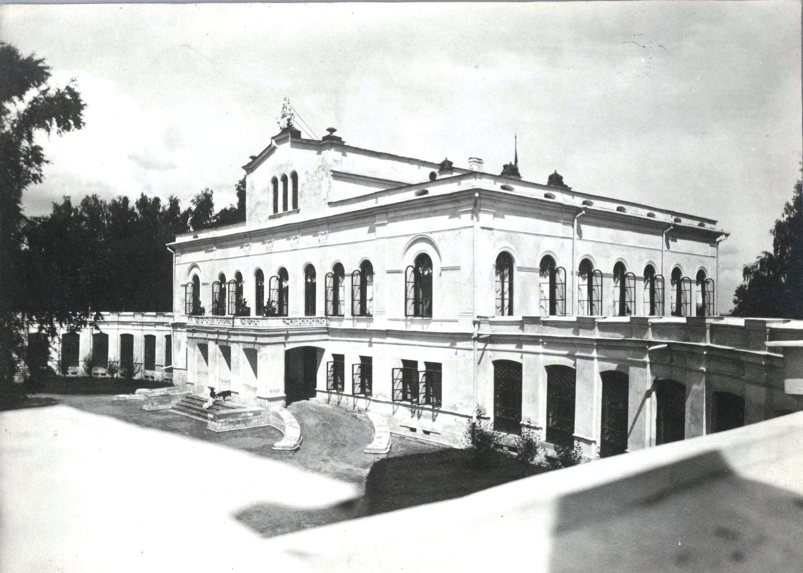 03. Западный фасад усадебного дома