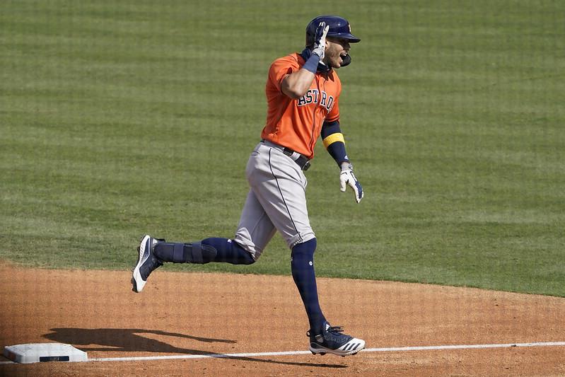 Carlos Correa轟出2分砲後慶祝。(達志影像)