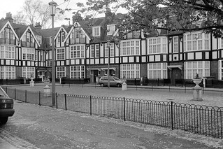 Queen's Elm Square, Chelsea, Kensington and Chelsea, 1988 88-5b-26-positive_2400