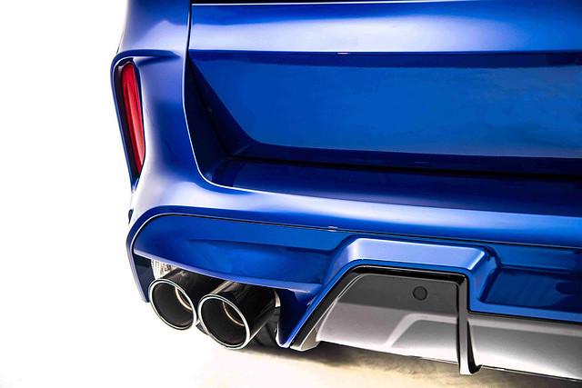[新聞照片九]黑色雙邊雙出尾管的M運動化排氣系統讓X5 M引擎聲浪更為狂野渾厚。