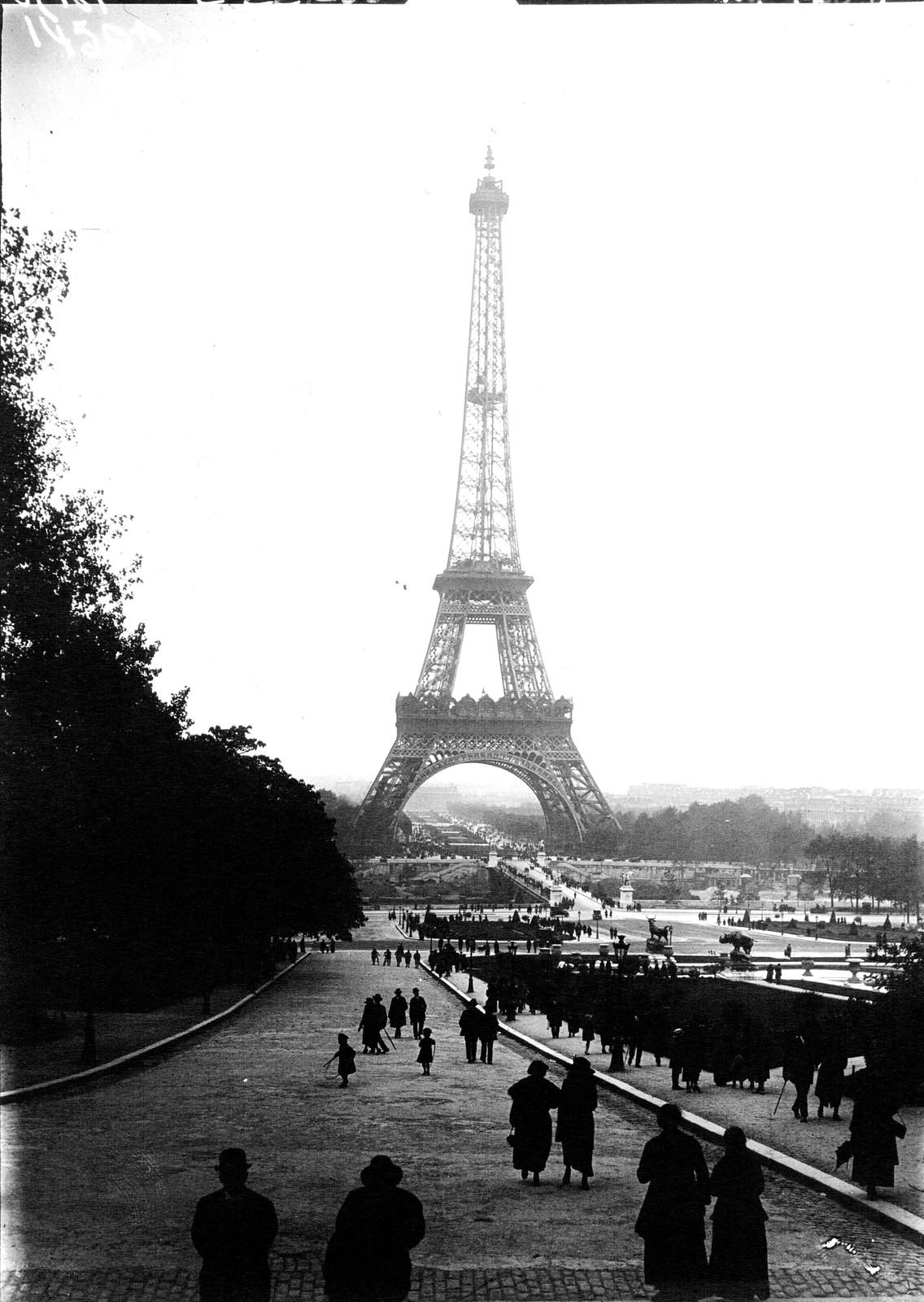 17. 1922. Эйфелева башня1