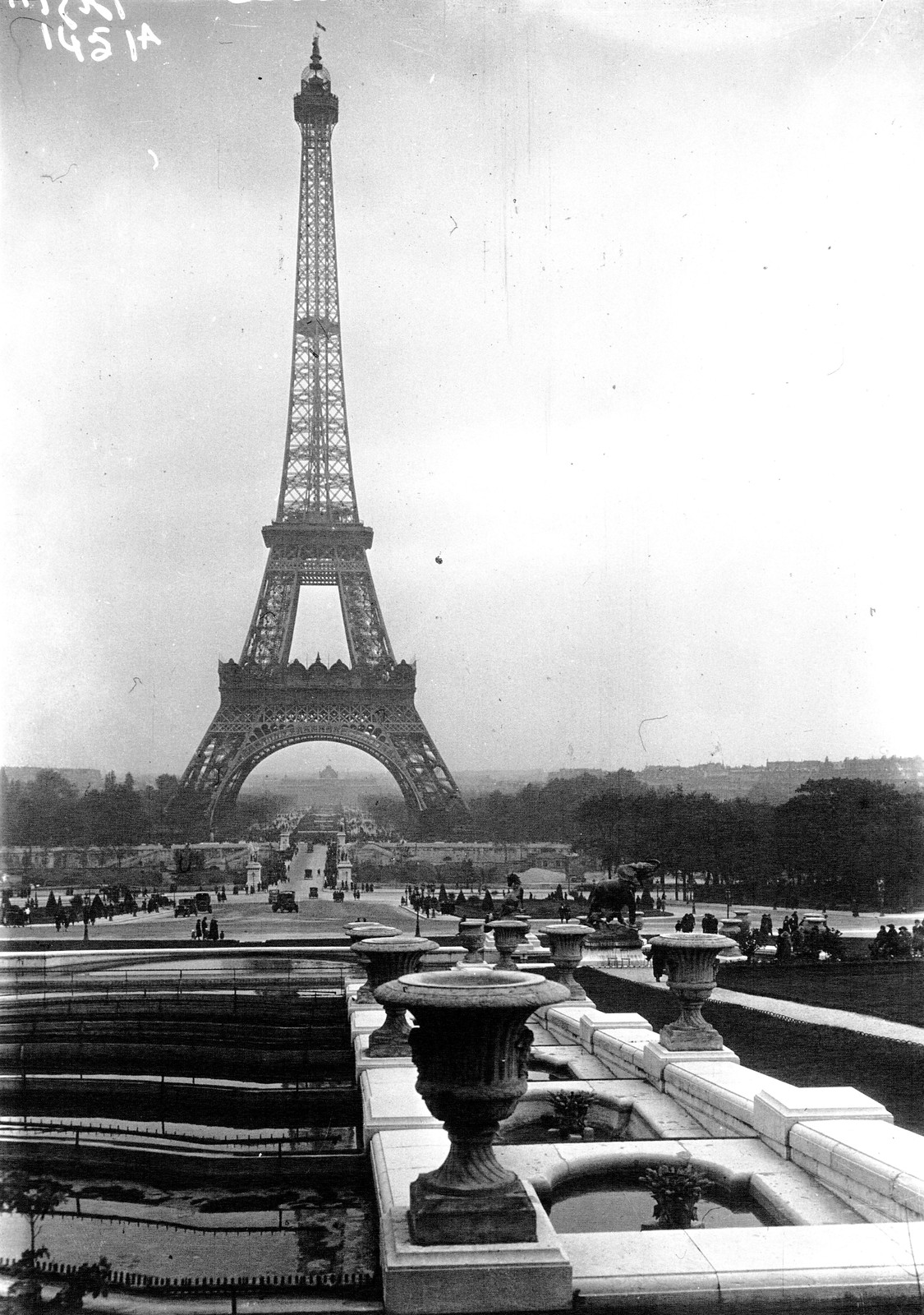 16. 1922. Эйфелева башня