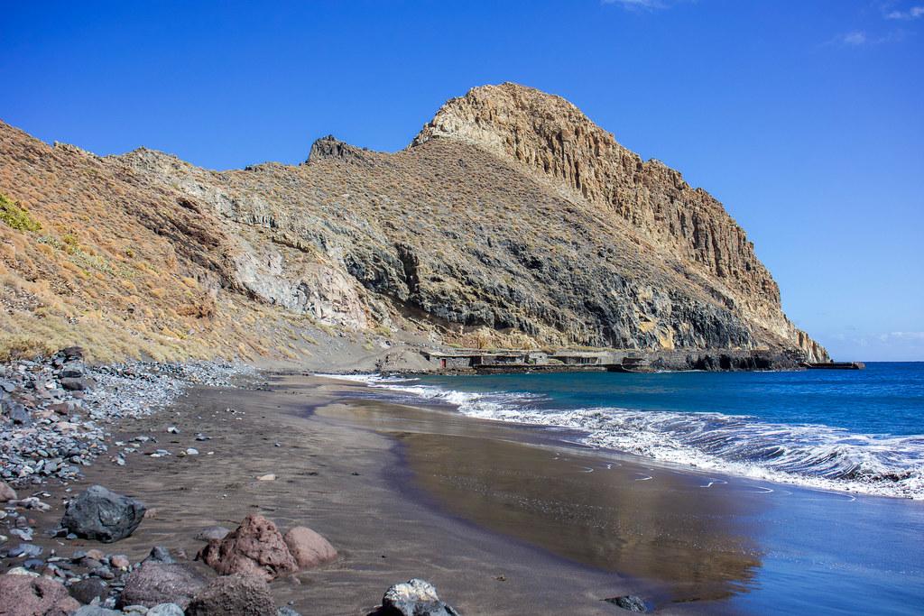 Roque y playa de Antequera en Tenerife