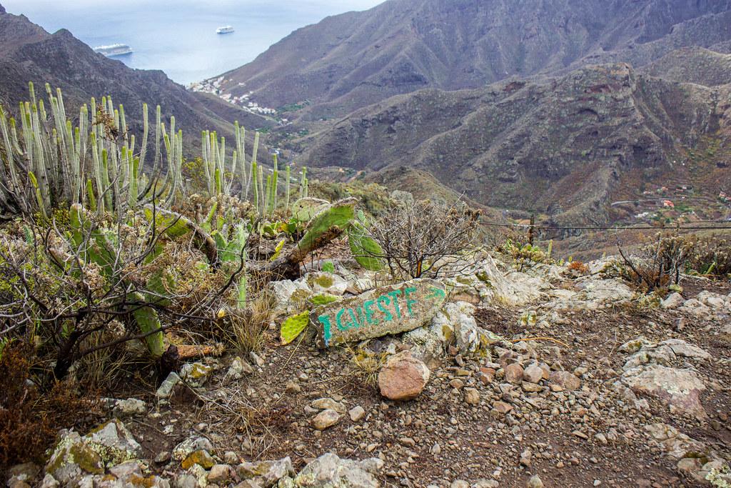 Indicación del sendero hacia Igueste de San Andrés en Anaga