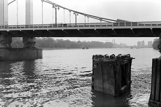 Chelsea Bridge, River Thames,Grosvenor Rd, Westminster, 198888-5f-52-positive_2400