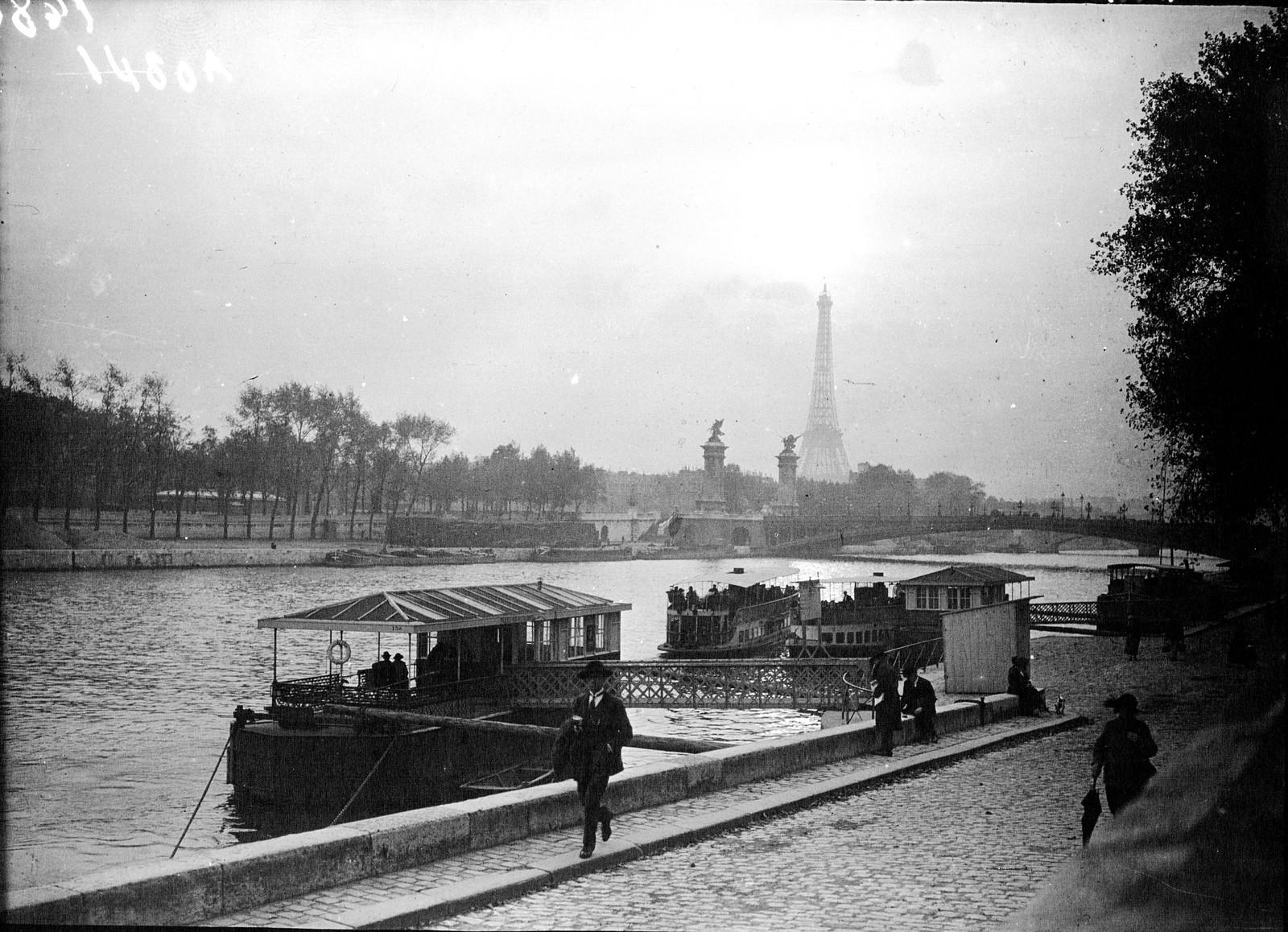 15. 1922. Эйфелева башня и мост Александра III