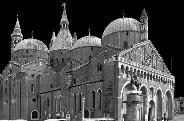 Basilica di San Antonio B&W