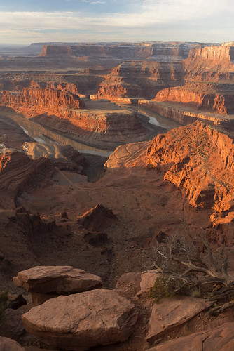 deadhorsepoint statepark moab utah easternutah highdesert aris southwest roadtrip winter morning sunrise coloradoriver river canyon navajosandstones