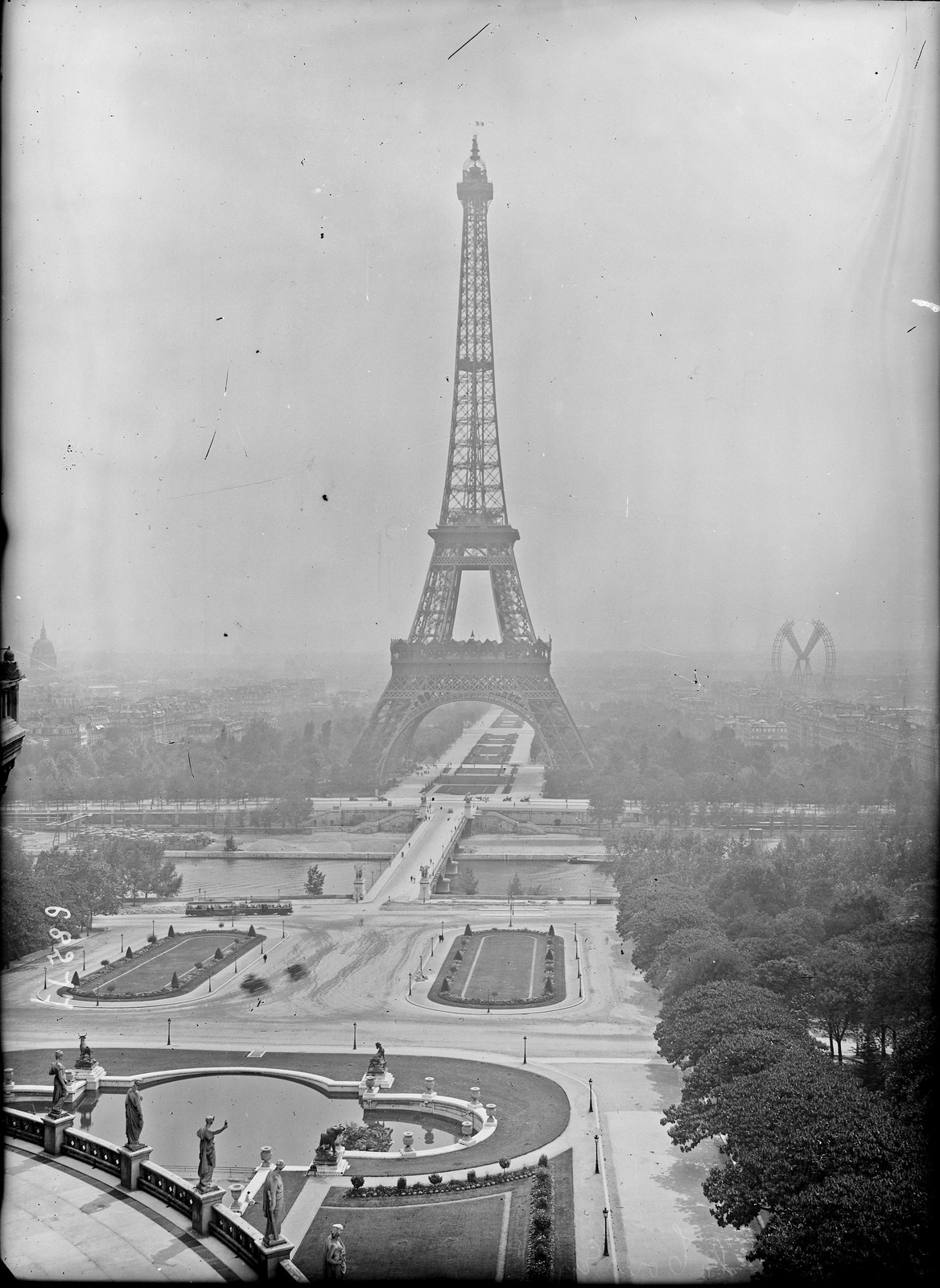 05. 1921. Эйфелева башня