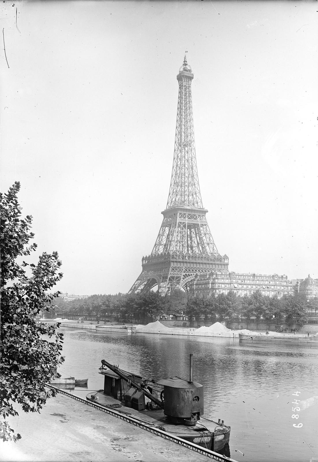 04. 1921. Вид на Эйфелеву башню с правого берега Сены