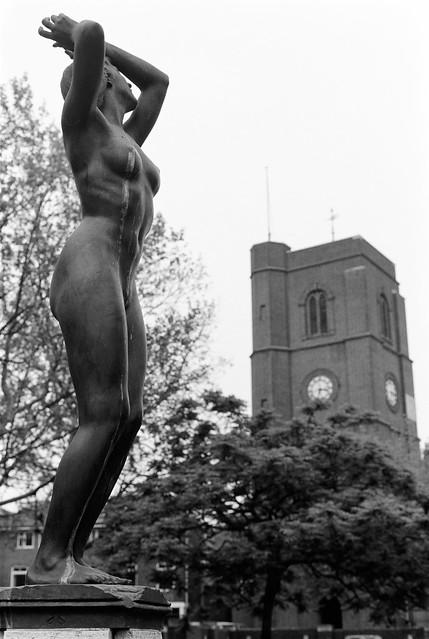 Awakening, Gilbert Ledward, nude, sculpture, Ropers Gardens, Chelsea Embankment, Chelsea, Kensington & Chelsea, 1988 88-5g-33-positive_2400
