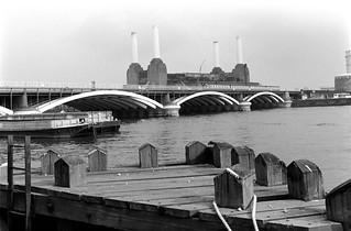 Railway Bridge, River Thames, Battersea Power Station, Grosvenor Rd, Pimlico, Westminster, 1988 88-5f-51-positive_2400