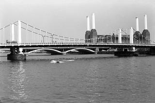 Chelsea Bridge, River Thames, Battersea Power Station, Chelsea Embankment, Kensington & Chelsea, 1988 88-5f-43-positive_2400