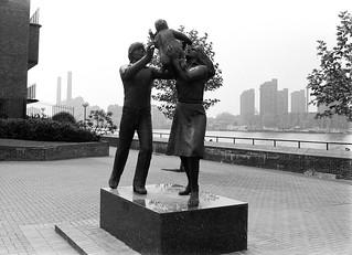 Sculpture, In Town, John Ravera, Battersea Bridge, Wandsworth, 1988 88-5f-12-positive_2400