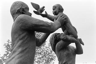 Sculpture, In Town, John Ravera, Battersea Bridge, Wandsworth, 1988 88-5f-15-positive_2400