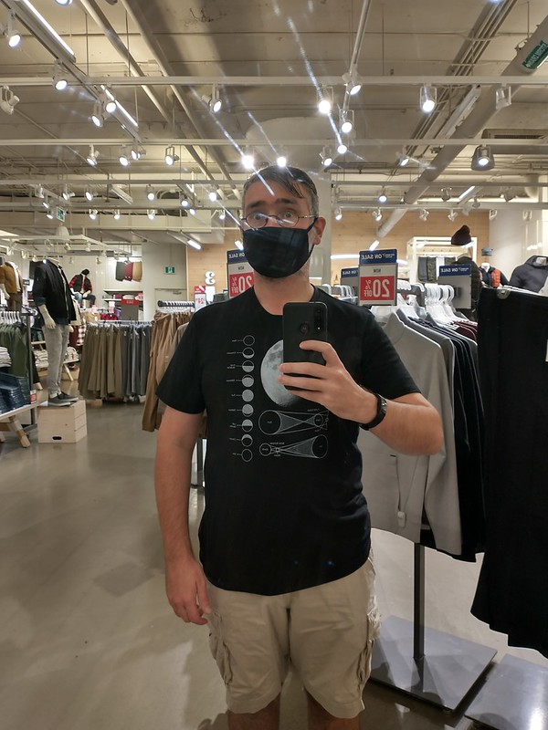 Randy, feeling connected to the Moon #toronto #yorkdalemall #oldnavy #moon #tshirt #black #white