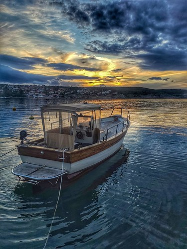 twilight dusk sunset boat sky clouds smartphone phone xiaomi water reflection