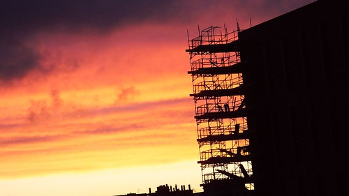 edinburgh edimbourg scotland colour sunset red orange purple clouds scaffolding building construction engineering silhouette fountainbridge unioncanal