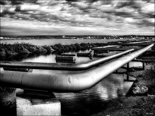 La route du pétrole /  The oil road