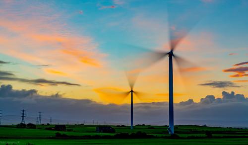 windturbine sunrise