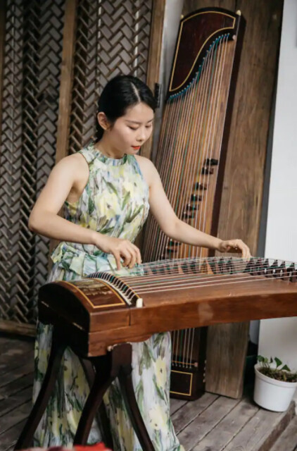 Learn About a Traditional Chinese Musical Instrument (1)