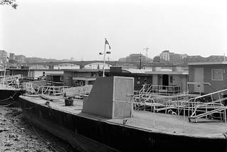 Houseboats, River Thames, Chelsea Embankment, Chelsea, Kensington & Chelsea, 1988  88-5k-55-positive_2400