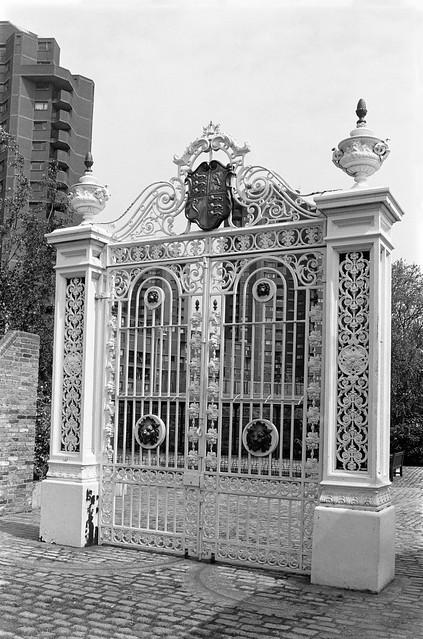 Ornamental gate, Cremorne Gardens, Chelsea,  Kensington & Chelsea, 1988 88-5k-52-positive_2400