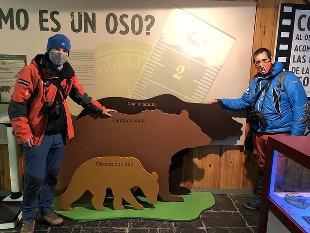 Sele y Roberto en la Casa del Oso de Somiedo (Asturias)