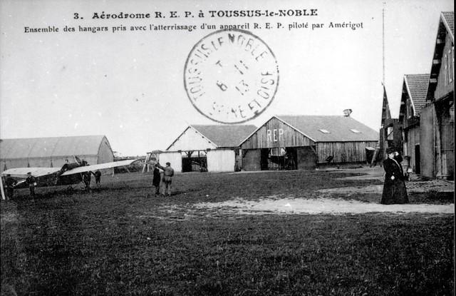 Aérodrome REP Toussus-le-Noble hangars atterrissage Amérigot