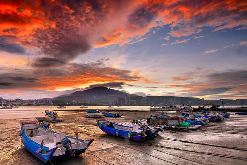 taiwan newtaipeicity balidistrict baliwharf sky outdoors boat sunrise danshuiriver pier cloud datunmountain 台灣 新北市 八里區 八里渡船頭 晨曦 日出 火燒雲 漁船 淡水河