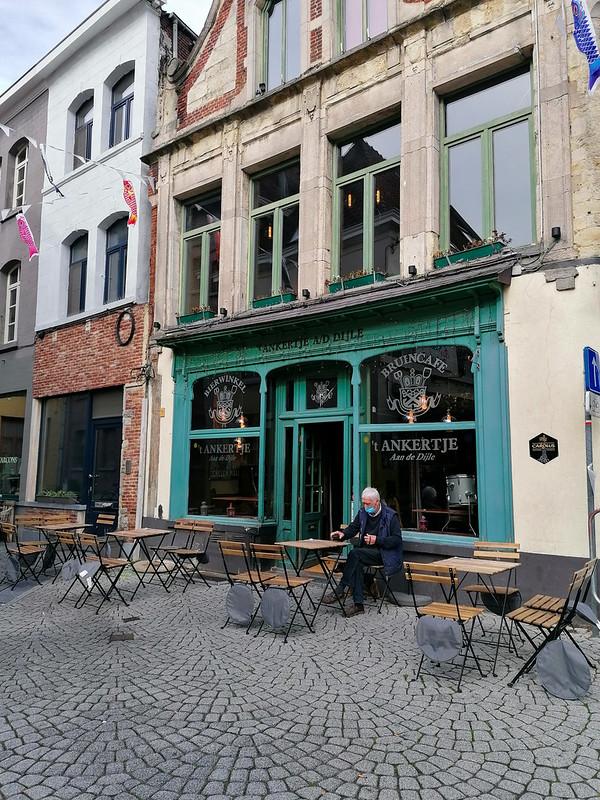 Una pintoresca cafetería en Mechelen