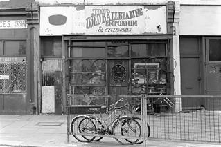 Joe's Used Ballbearing Emporium, Malvern Rd, West Kilburn, Westminster, 1988 88-5l-56-positive_2400