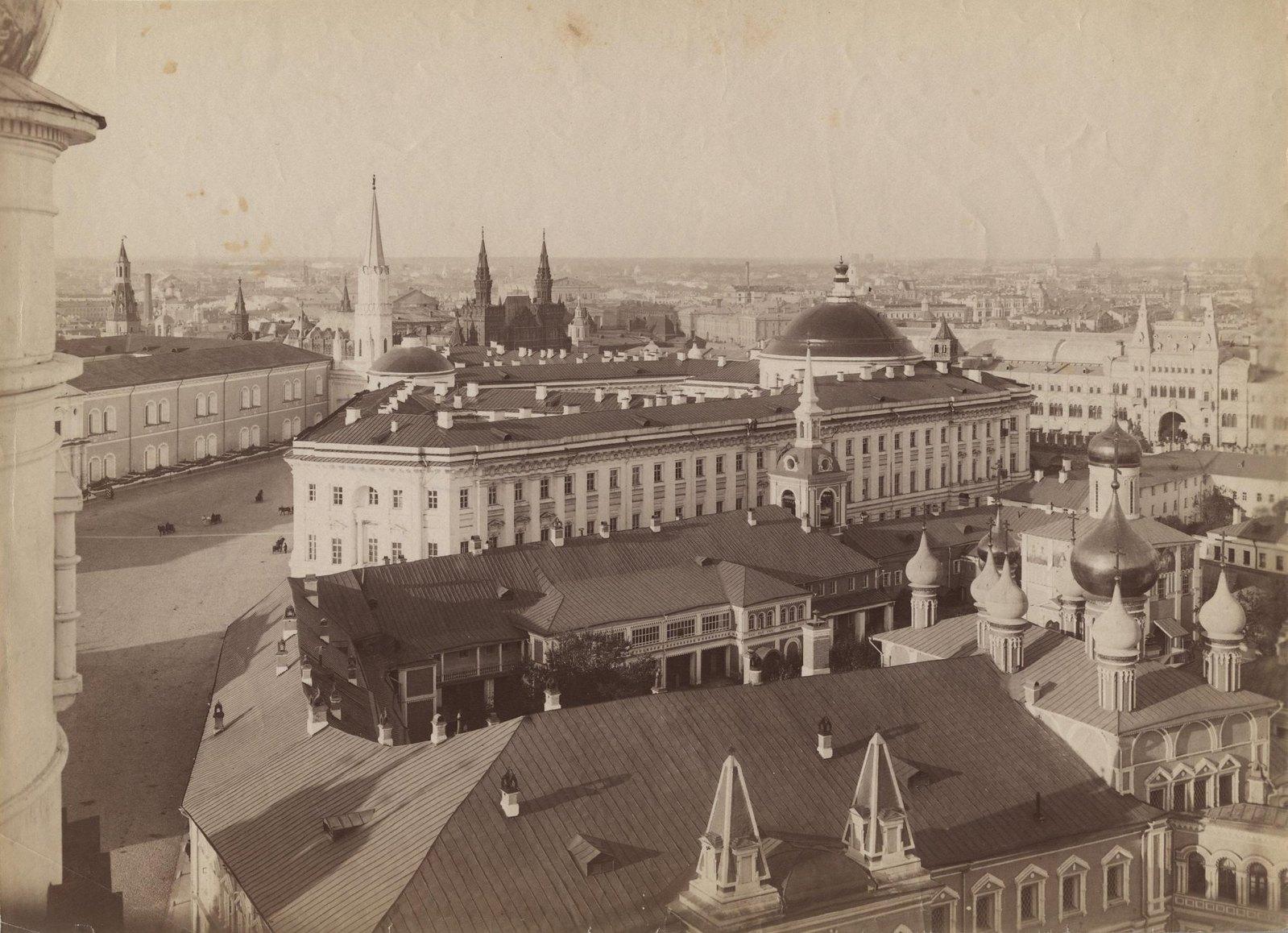 Панорама Московского Кремля с видом на здание Сената и Чудов монастырь