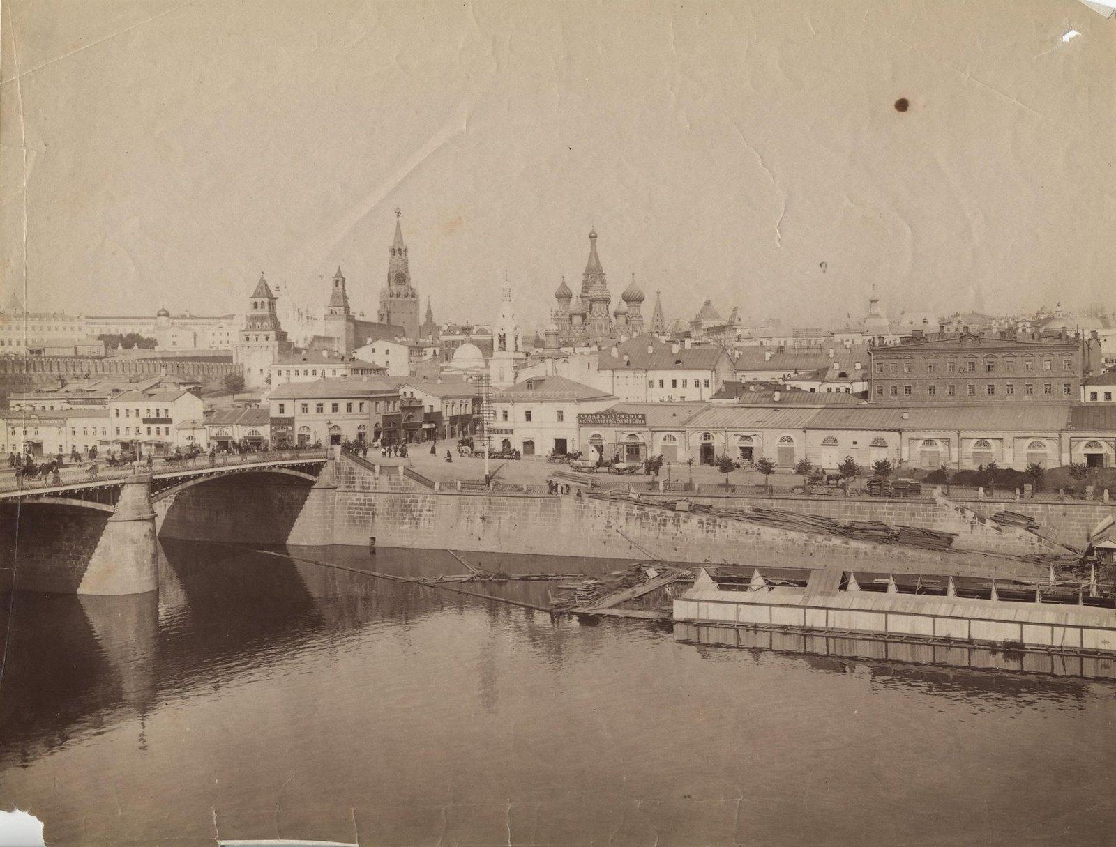 Вид на Москворецкий мост и Кремль