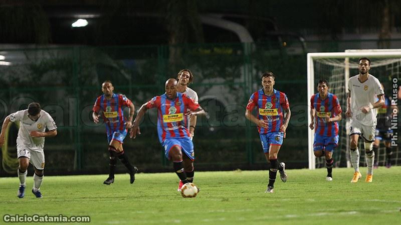 Il brasiliano Reginaldo in azione a Lentini contro la Juve Stabia
