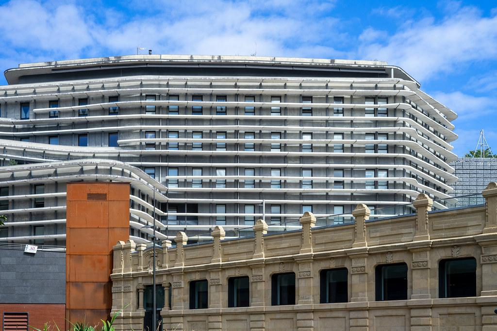 Moderno con Clasico en San Sebastian. en Urbana y Arquitectura50436693882_95152ab1b7_b