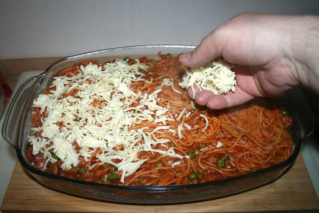 29 - Dredge with mozzarella / Mit Mozzarella bestreuen