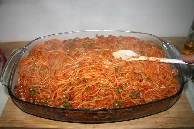 28 - Flatten noodles / Nudeln glatt streichen