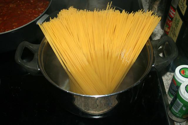 18 - Cook spaghetti / Spaghetti-kochen
