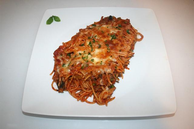 32 - Spaghetti casserole with leek & mushrooms - Served / Spaghetti-Auflauf mit Lauch & Pilzen - Serviert